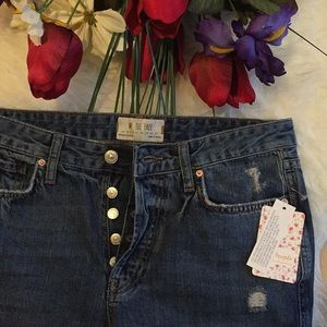 🌺NWT distressed raw hem Free people jeans🌺